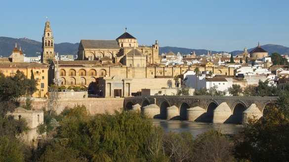 roman bridge and mezquita cordoba