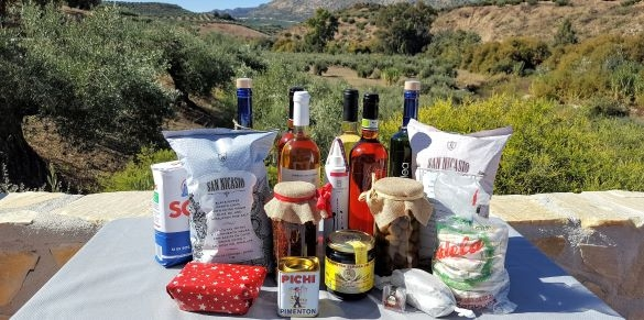 Luxury Christmas hamper with finest Spanish products