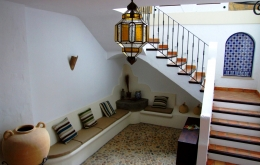 Our lovely entrance hall with its traditional cobble-stone floor, hand-made tiles, tinajas & Granadino light