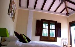 Las 6 habitaciones son comodas y cuentan con camas muy grandes y cuartos de baño lujosos.
